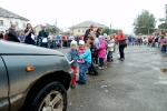 Перетягивание автомобилей детьми в День строителя. Фото_10