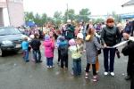 Перетягивание автомобилей детьми в День строителя. Фото_8