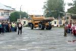 Перетягивание Белаза в День строителя - 2013. Фото_2