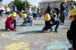 Конкурс рисунков на асфальте в День защиты детей. Фото_28